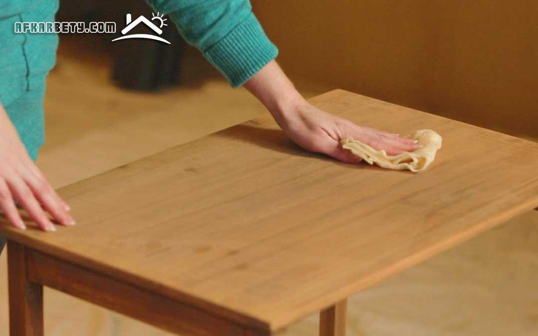 تنظيف وتلميع الأثاث الخشبي